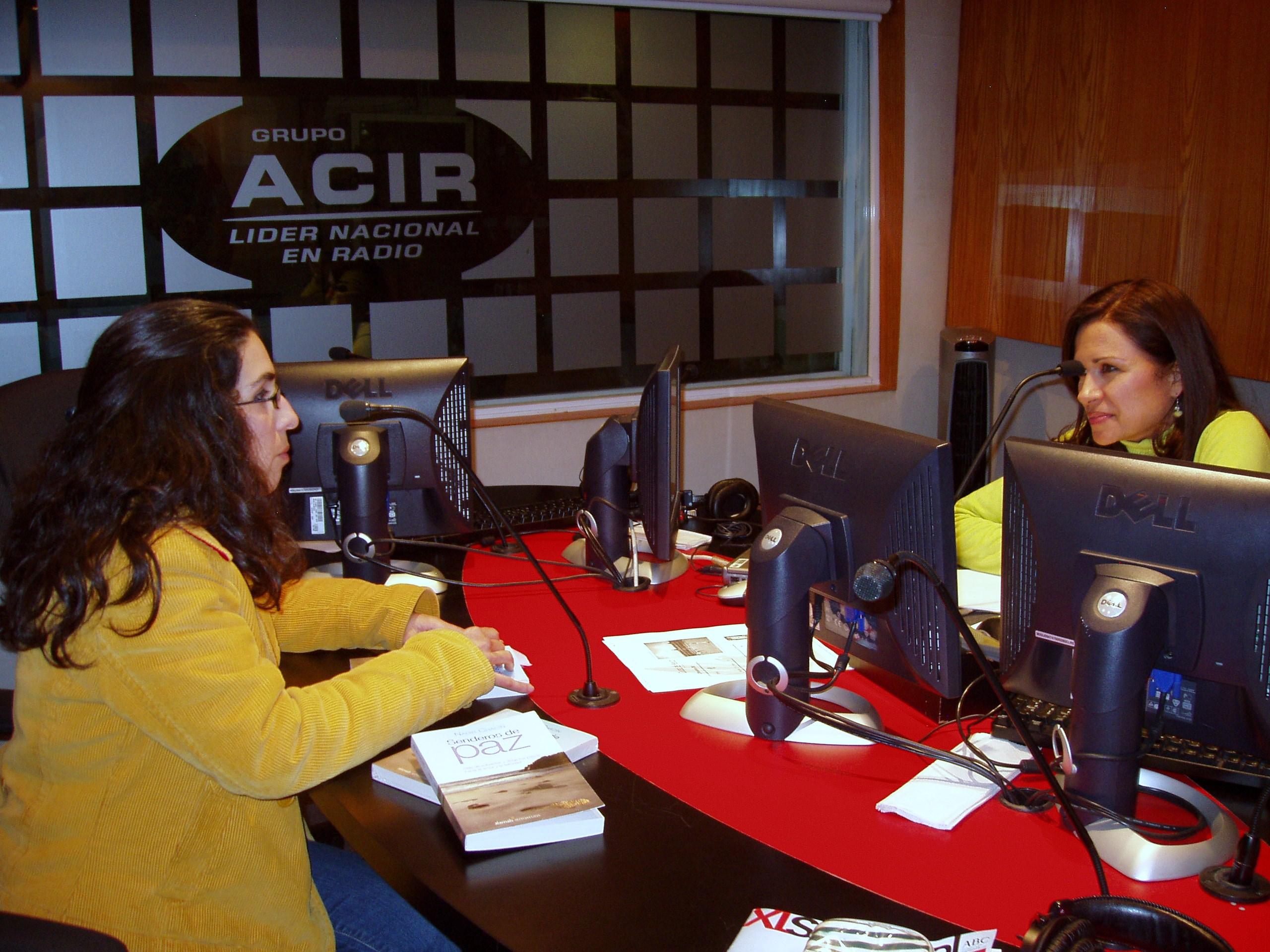 En el estudio de grabación durante la entrevista